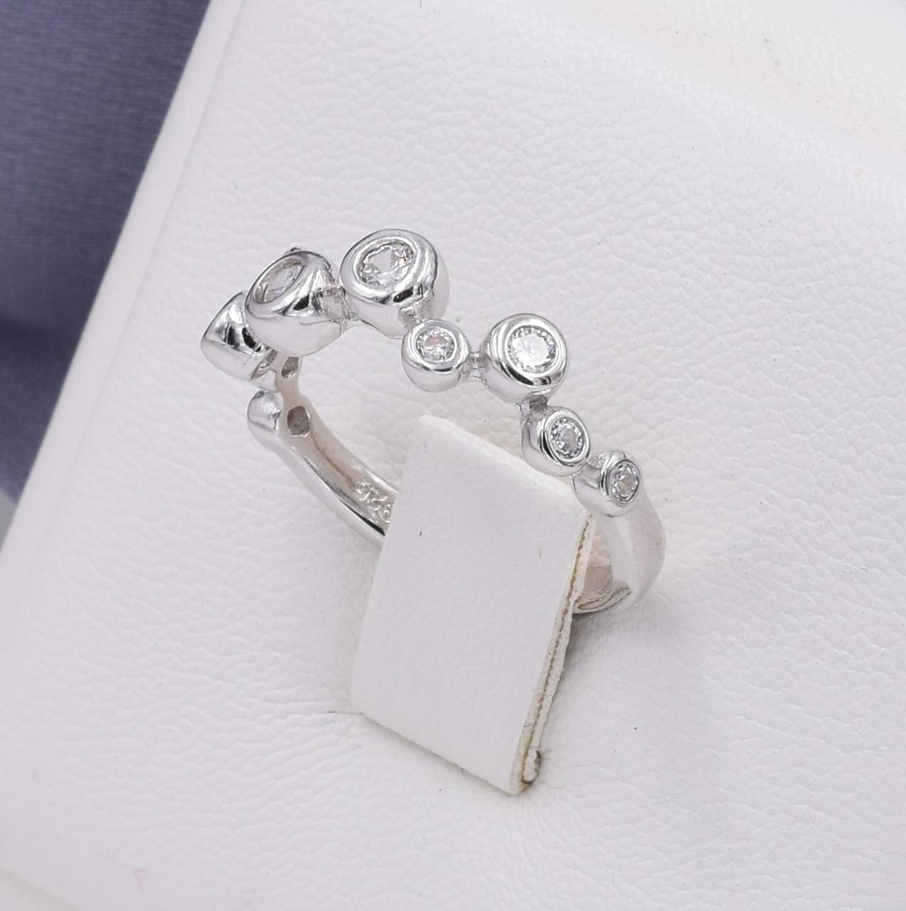 Серебряное кольцо размер 19 ширина 6 мм вставка белые фианиты вес 2.5 г