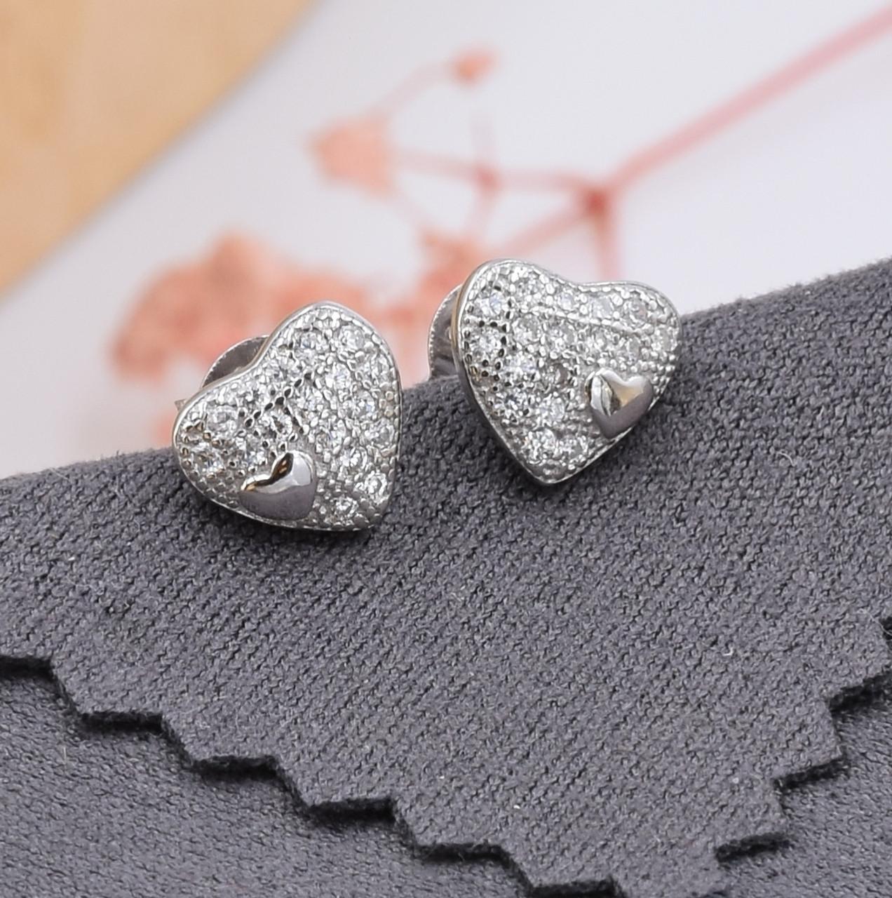 Серебряные серьги гвоздики размер 7х8 мм вставка белые фианиты вес 1.4 г