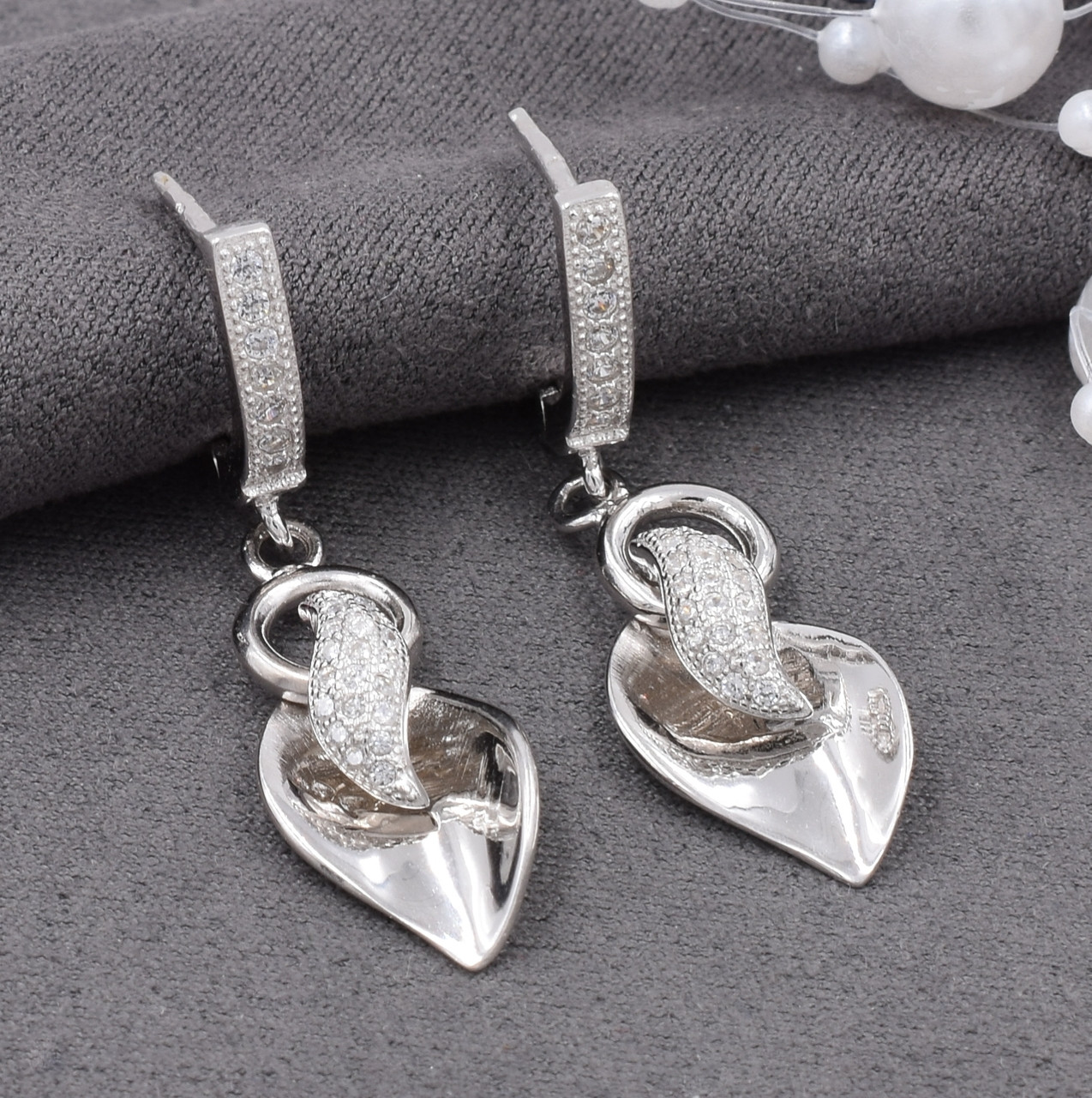Серебряные серьги размер 36х10 мм вставка белые фианиты вес 6.3 г