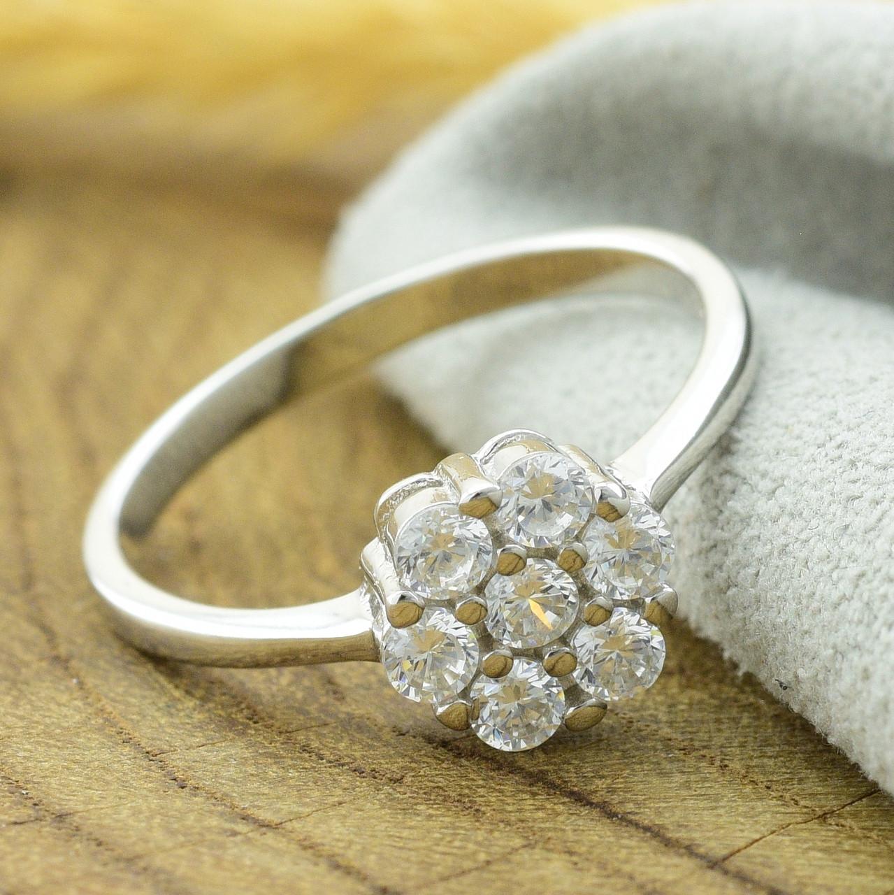 Серебряное кольцо размер 17 вставка белые фианиты вес 2.1 г