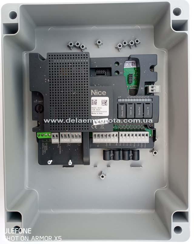 Плата управления распашными приводами NICE MC-800.