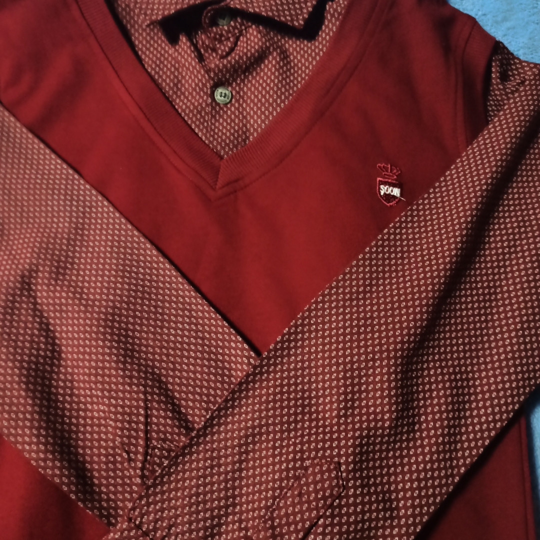 Джемпер- обманка модный красивый нарядный для мальчика бордового цвета. Рукав- трансформер. Классический.