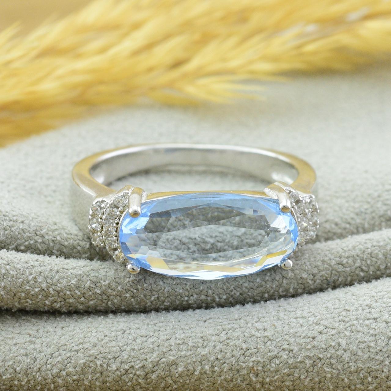 Серебряное кольцо размер 17 вставка светло голубые фианиты вес 3.3 г
