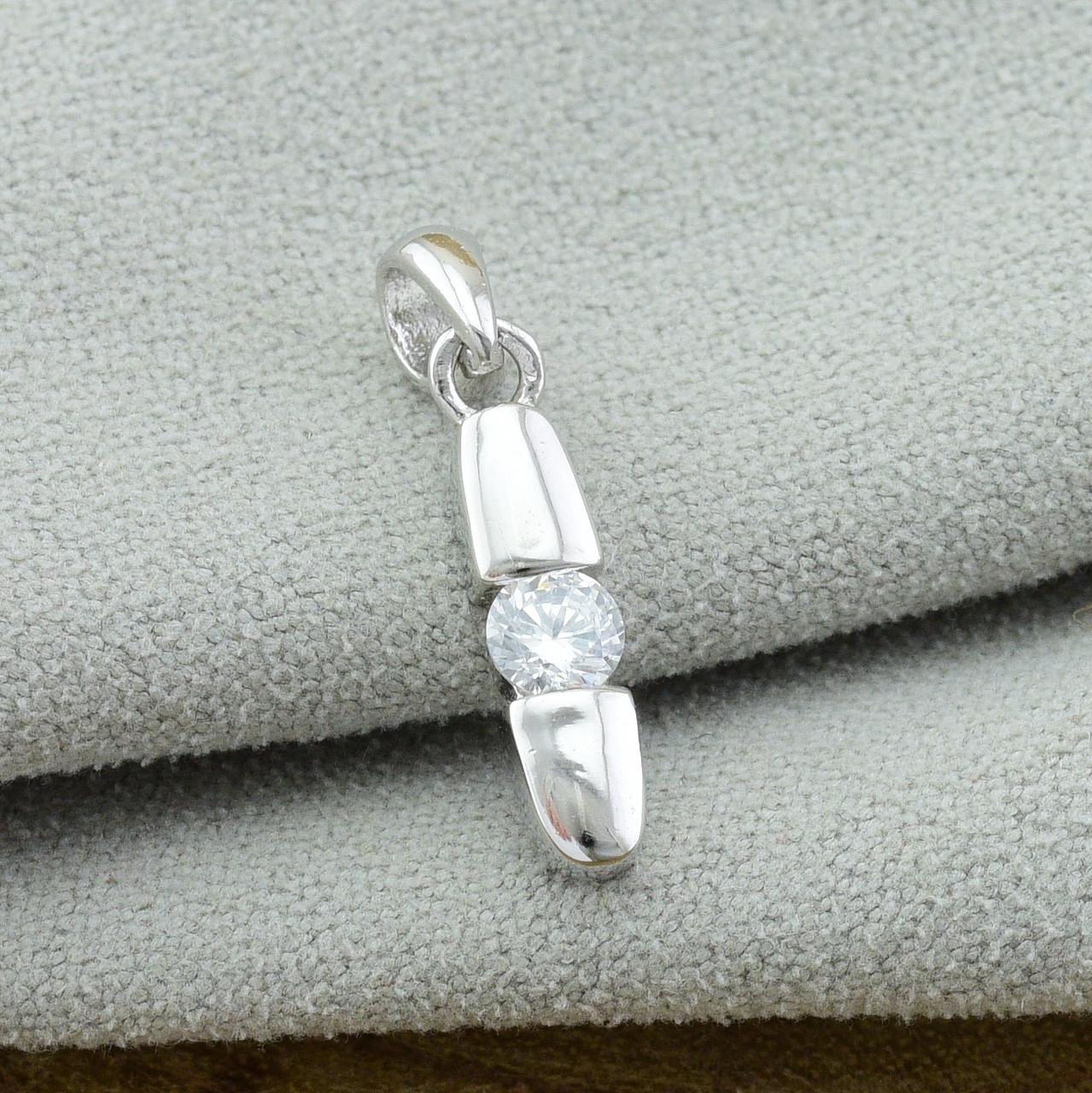 Серебряный кулон размер 20х4 мм вставка белые фианиты вес 1.2 г