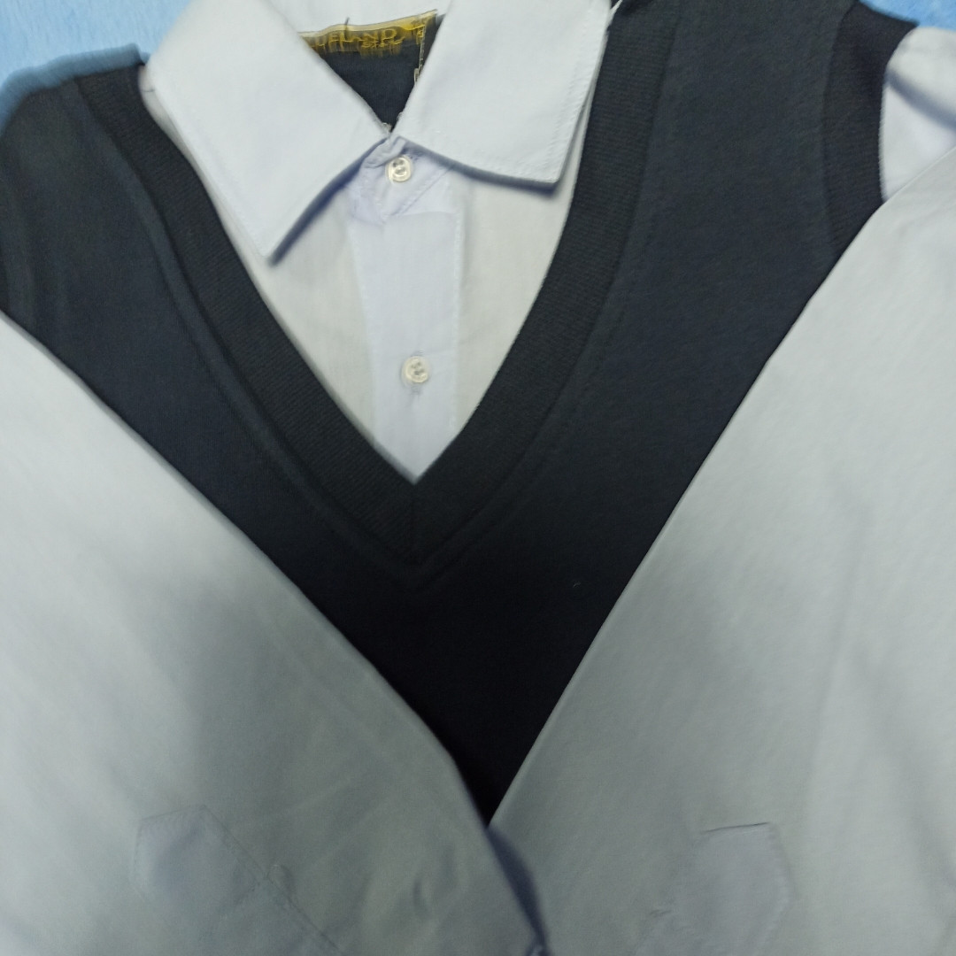 Джемпер- обманка модный красивый нарядный трикотажный для мальчика. Рукав и ворот- рубашечная ткань.