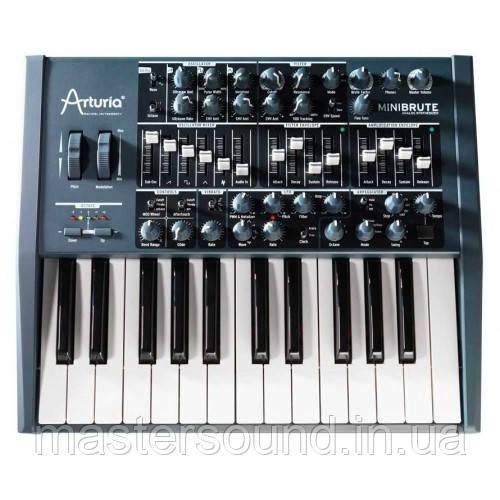 Аналоговый синтезатор Arturia Minibrute