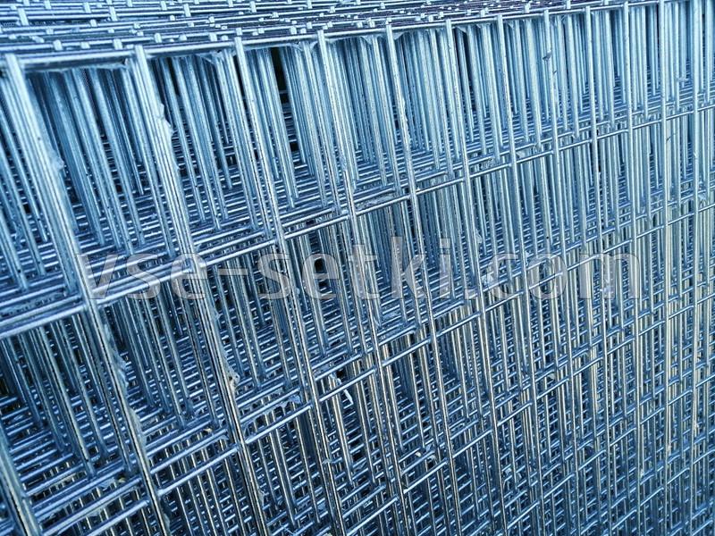 Горячеоцинкованная сетка для габионных столбов. Ячейка: 100х50 мм, Ø 4,0 мм, габариты 0,4х2 м.