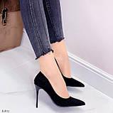 Женские туфли лодочки черные с декором на каблуке 10,5 см эко-замш, фото 6