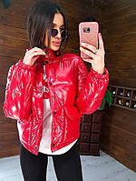 Весенняя куртка женская с накладными карманами красная