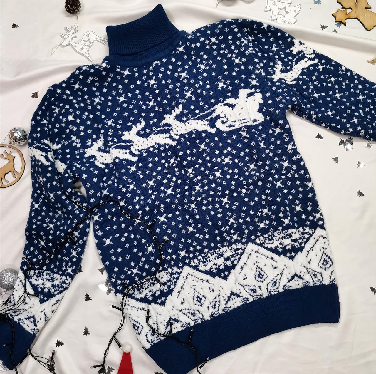 Теплый вязаный новогодний мужской свитер с оленями синий