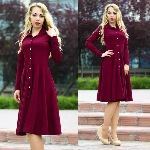 женское расклешенное платье рубашка с поясом и пуговицами