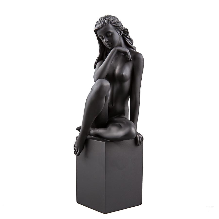 Статуетка Veronese Дівчина на колоні 19 см 75915
