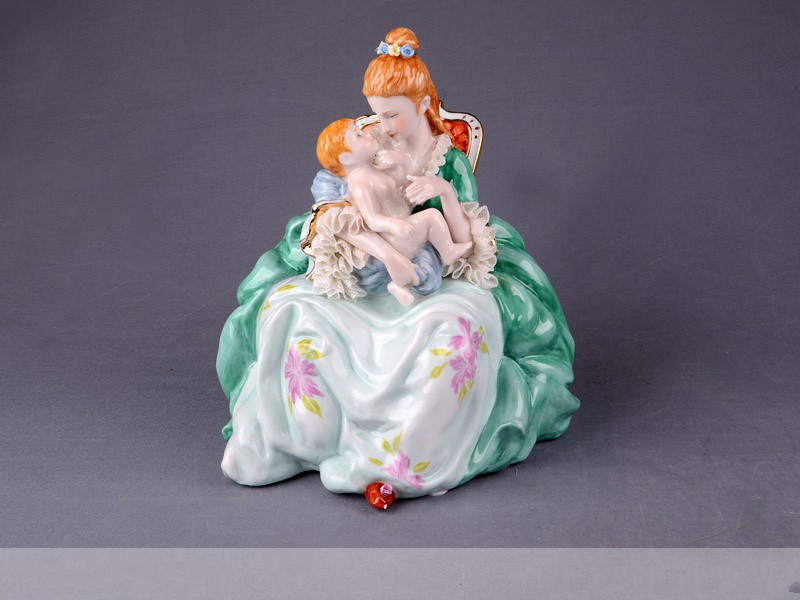 Статуетка Мама з немовлям 25 см фарфор