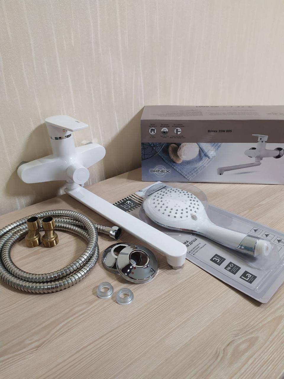 Пластиковый смеситель для ванны в комплекте с длинным изливом (гусаком) Brinex 35W005-002
