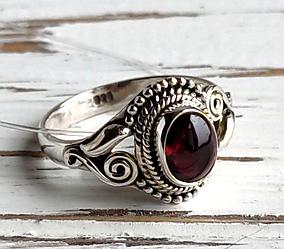 Серебряное кольцо восточное с гранатом 18