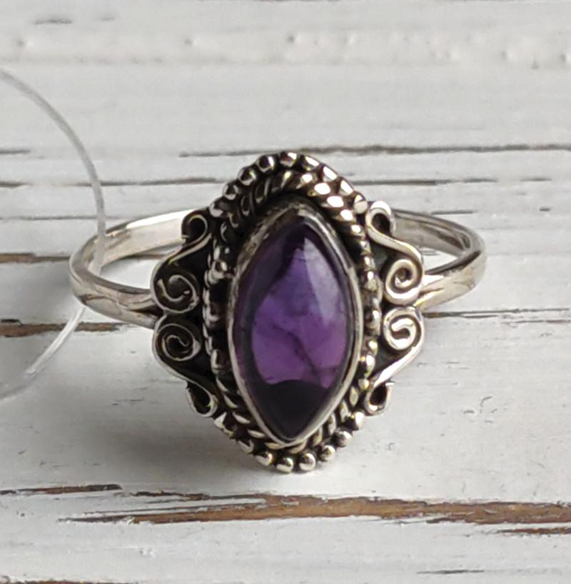 Серебряное кольцо 19 размера с аметистом