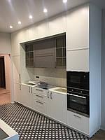 Кухня белая серая в два яруса с фасадами фрезеровка модель 2021 года, фото 1