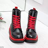 Эффектные яркие черные женские ботинки на красной шнуровке, фото 2