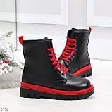 Эффектные яркие черные женские ботинки на красной шнуровке, фото 7