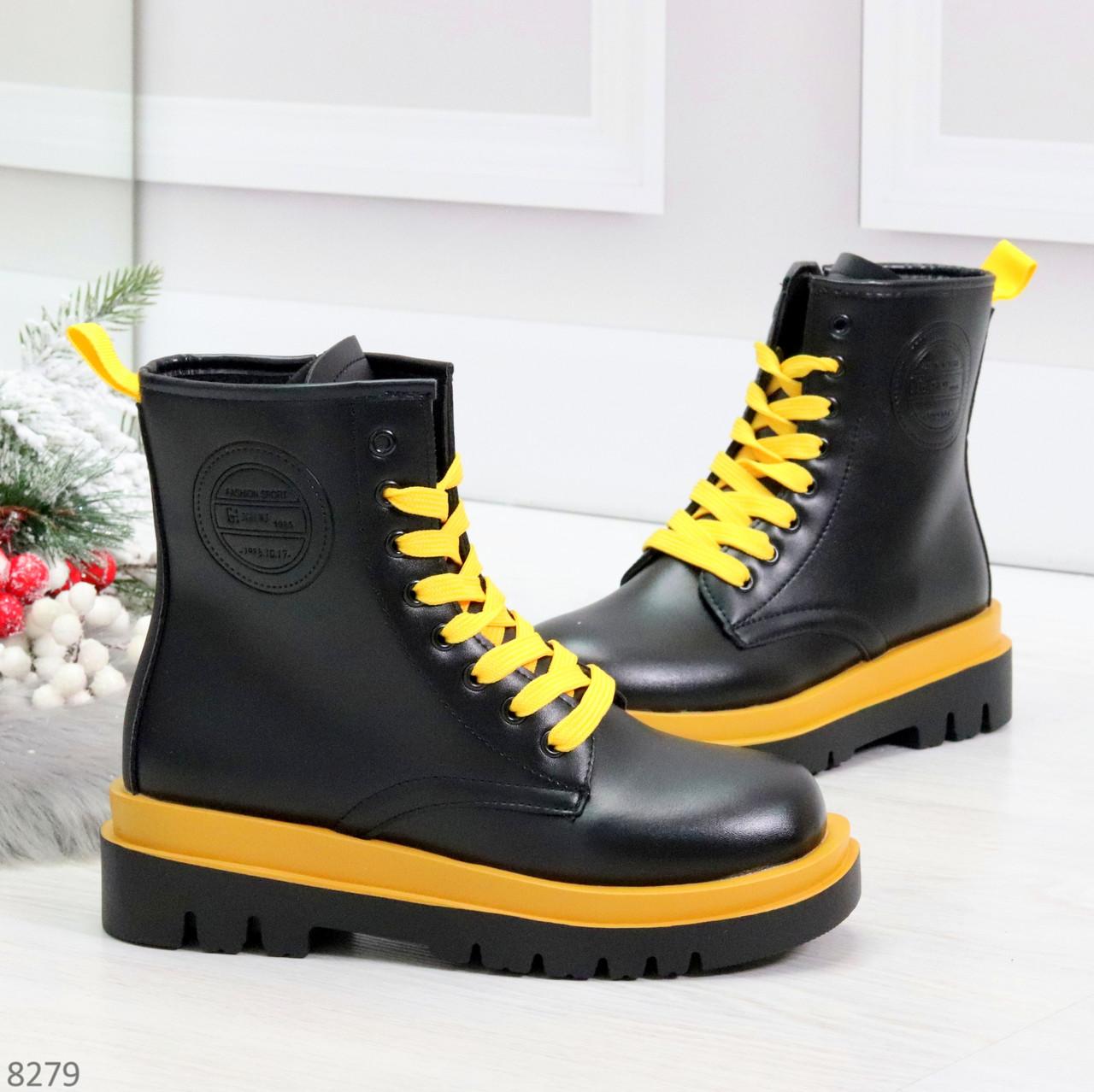 Эффектные яркие черные женские ботинки на желтой шнуровке