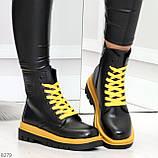 Эффектные яркие черные женские ботинки на желтой шнуровке, фото 3