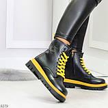 Эффектные яркие черные женские ботинки на желтой шнуровке, фото 4