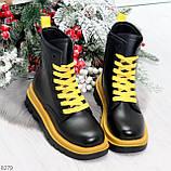 Эффектные яркие черные женские ботинки на желтой шнуровке, фото 6