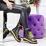 Эффектные яркие черные женские ботинки на желтой шнуровке, фото 7