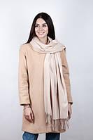Красивый женский шарф молочного цвета