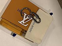 Брелок от Louis Vuitton LV