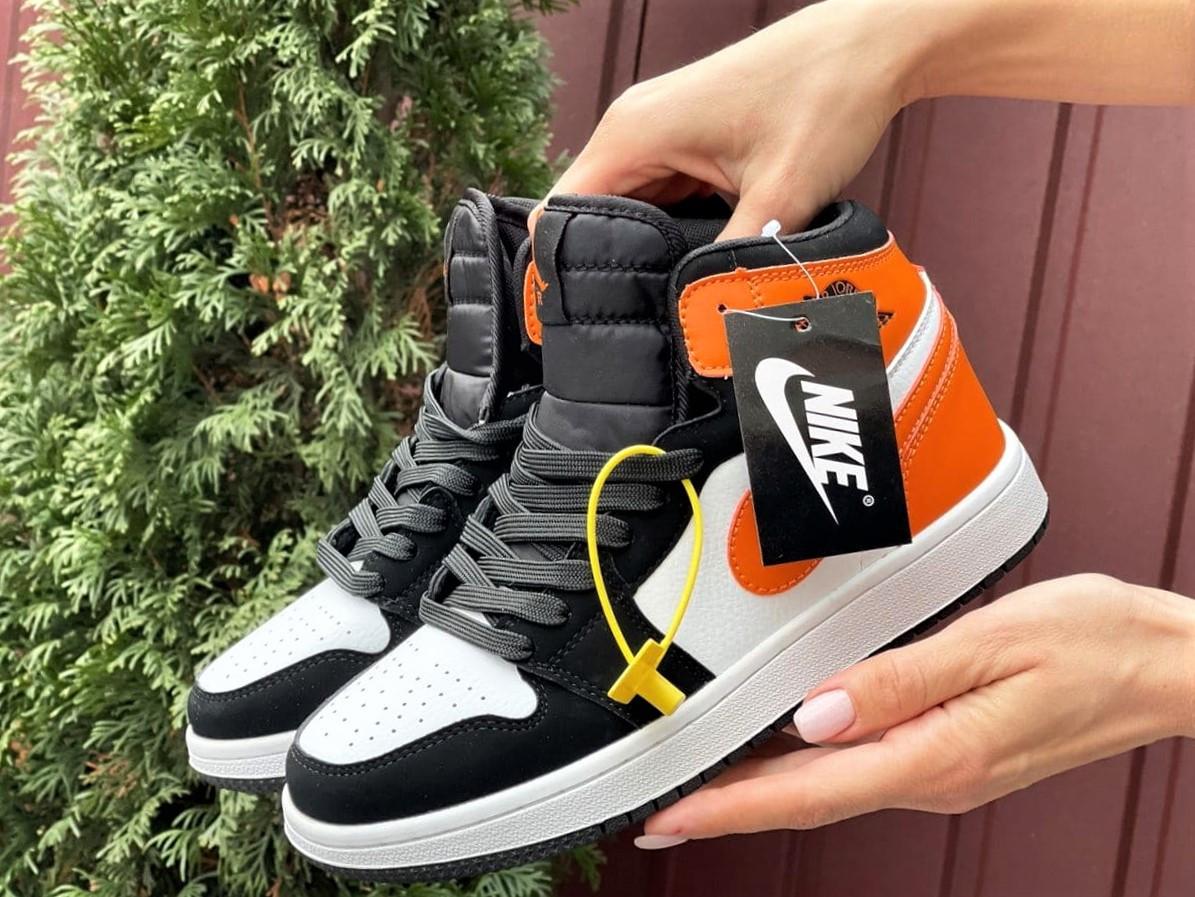 Кросівки Nike Air Jordan 1 Retro білі з помаранчевим. Кроссовки Найк Аир Джордан 1 Ретро демисезонные