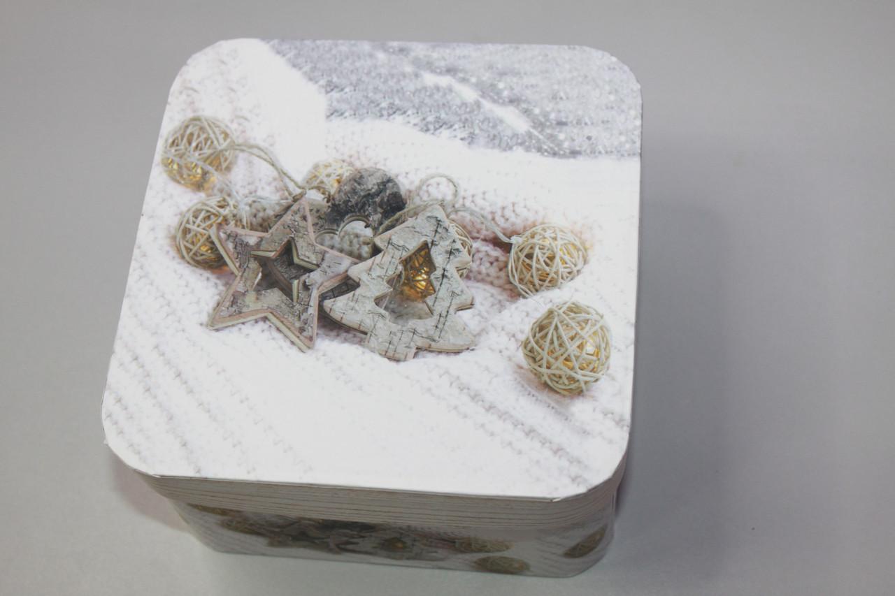 Подарочная коробочка для новогодних подарков с рисунком квадратная 14.5 см