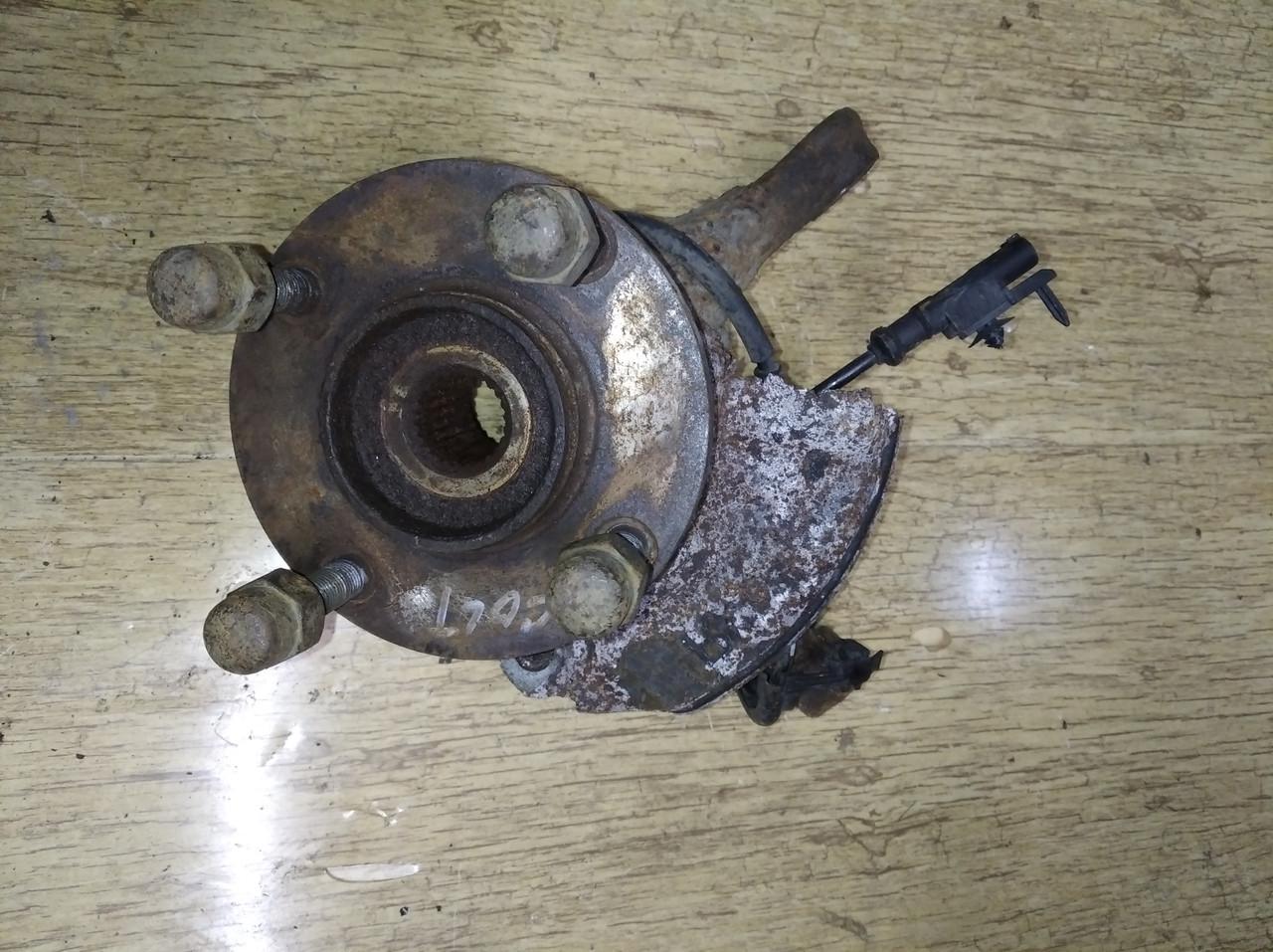 Кулак поворотный передний правый MN102068 993829 Colt CZ 3 Mitsubishi