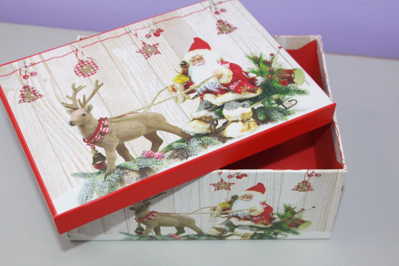 Коробочка подарочная с новогодним рисунком дед мороз с оленем 27 см