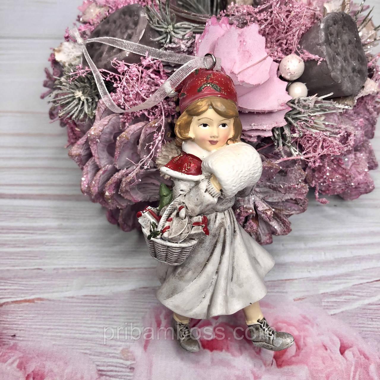 Декоративная подвесная фигурка Девочка с муфтой, 3шт., цвет - винтажный белый с красным