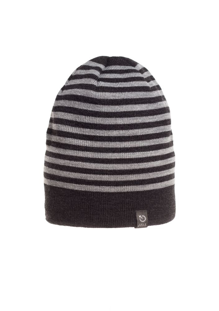 Красивая качественная теплая мужская  шапка в серую полоску.