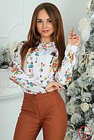 Блуза белая с цветным принтом