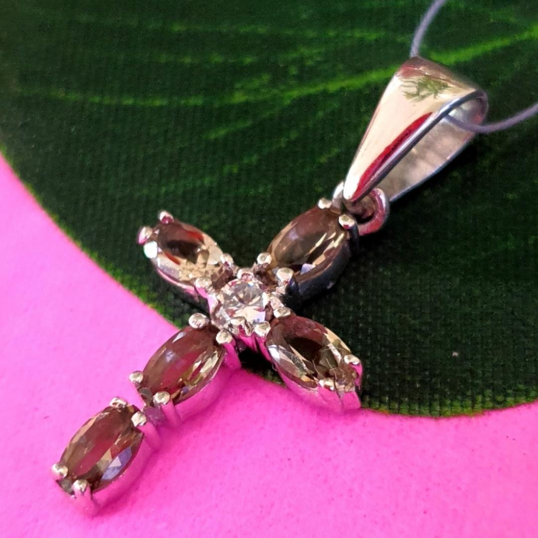 Серебряный крестик с топазом раух - Женский серебряный крестик с кварцем раух топаз