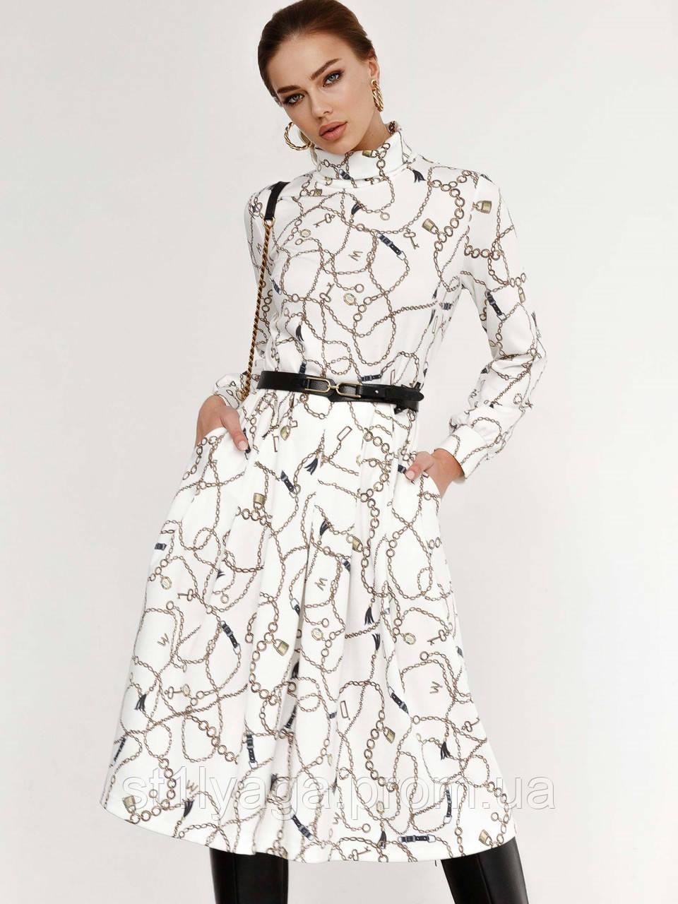 Біла трикотажна сукня-міді з принтом і високим коміром
