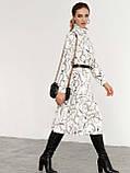 Біла трикотажна сукня-міді з принтом і високим коміром, фото 3