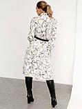 Біла трикотажна сукня-міді з принтом і високим коміром, фото 4
