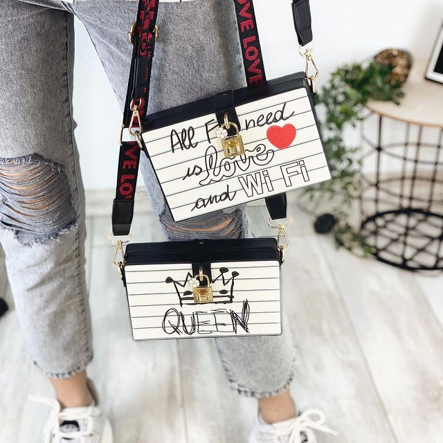 Ексклюзивна каркасна сумочка Love and Queen