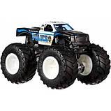 Hot Wheels Monster trucks Набор внедорожников 1:64 Scale Police vs Hooligan gigant wheels, фото 3