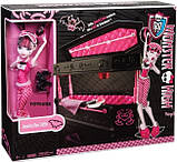 Monster High Дракулаура и кровать шкатулка BDC40 Draculaura Doll Jewelry Box Coffin, фото 3