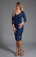 Шикарное платье-футляр шанель с красивым  украшением и вставками из кожи