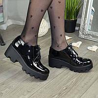 Стильные лаковые женские туфли на тракторной подошве. 39 размер