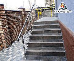 Перила уличные возле лестницы на крыльце AISI 304 , поручень Ø50 мм, стойка Ø42 мм, 3 ригеля Ø16 мм