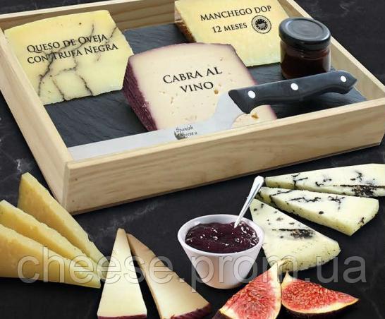 Набор сыров Spanish Cheese с мармеладом, ножом и доской
