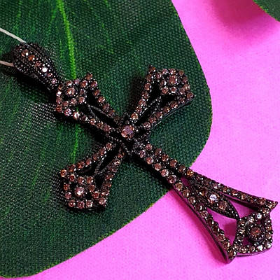 Серебряный крестик с коньячными фианитами и черным родием - Брендовый серебряный крестик