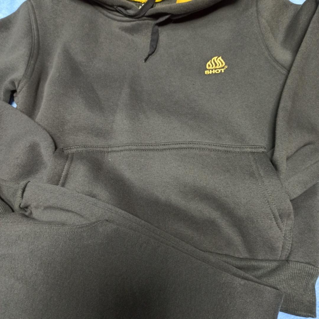 Спортивный модный красивый теплый нарядный костюм для мальчика. В комплект входит кофта и штаны.
